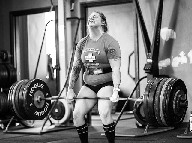 @kotraba pulls 345 # for a New PR. We use rep schemes between 1-4 for most of our women who are looking to get strong without gaining lots of muscle mass. The results show up over and over again when it's time for 1RM Testing. // // 📸 @horsepowerandbarbells
