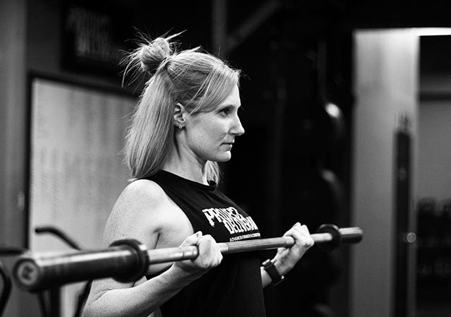 Strength for Endurance. Emily has been training for a marathon in January. Gym training is an important part of that foundation. // // 📸 @horsepowerandbarbells