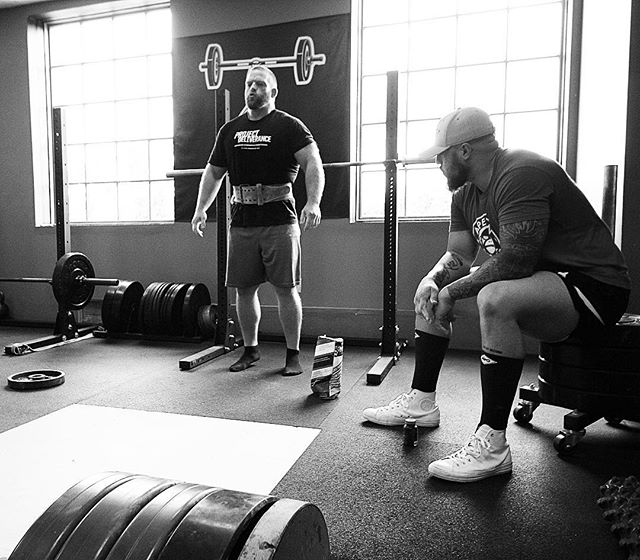 And in one moment, you have to bring it all together. @jttrw77 prepares for a 555 # pull on Deadlift. // // 📸 @captainslasher 🏴