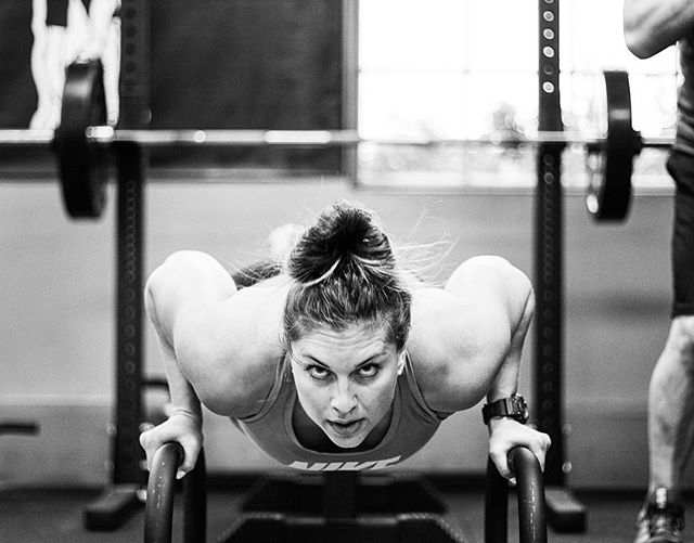 Glad to have this strong lady back in the house. // // 📸 @horsepowerandbarbells