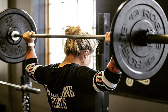 Vary your exercises to prevent accommodation and keep your body and joints healthy. Program design should be simple and straight forward, but that doesn't call for over simplification. Do your homework, read, and plan ahead. // // 📸 @horsepowerandbarbells