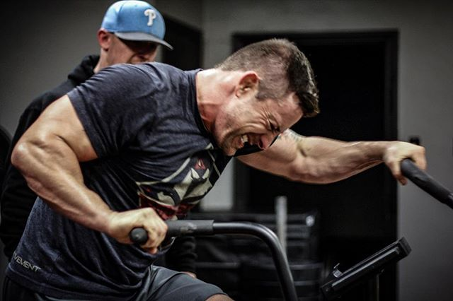 If you want to know what 100% all the time looks like, check out @davey_richards83. Wes brings that kind of intensity to everything he does. We are proud to have him as a part of the gym. // // 📸 @horsepowerandbarbells