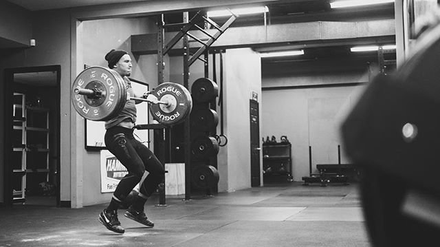 The best athletes attack the bar with their hips, generate oscillation, pull back, and move the body around the bar. It's weightlifting not height lifting. // // 📸 @captainslasher 🏴