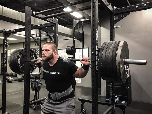 @jttrw77 started his week off right with a 585 # Back Squat at a Bodyweight of 252 #. // // 📸 @horsepowerandbarbells