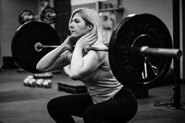 Consistency is the key to success.  • Do everything right outside of the gym to facilitate recovery and adaptation. Cash in when it comes time to go for personal bests. // // 📸 @horsepowerandbarbells