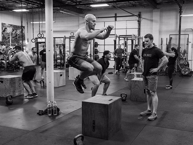 @horsepowerandbarbells & @michaelsobol38 are headed to @gymjonessalvation on Sunday for the very first Spring Advanced Seminar. While they are away, @roamingdruggist will be holding down the fort here in STL. Training will continue as normal. // // 📸 @lisa_boshard