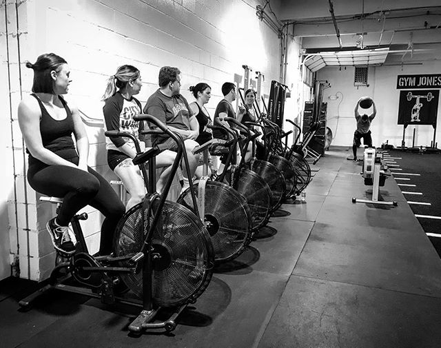 The evening crew getting ready to tear up the gym. We are blessed to be surrounded by some amazing athletes and people. // // 📸 @horsepowerandbarbells