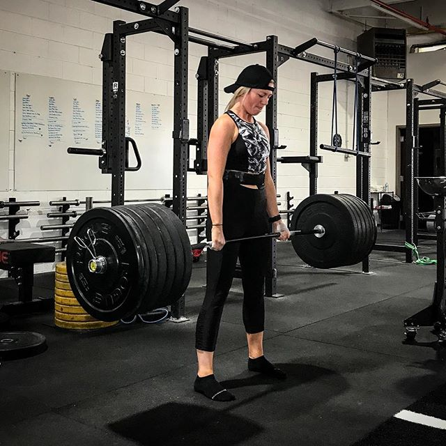 @krohan came into the gym for her first session and pulled a New PR of 215 # on deadlift. // // 📸 @horsepowerandbarbells