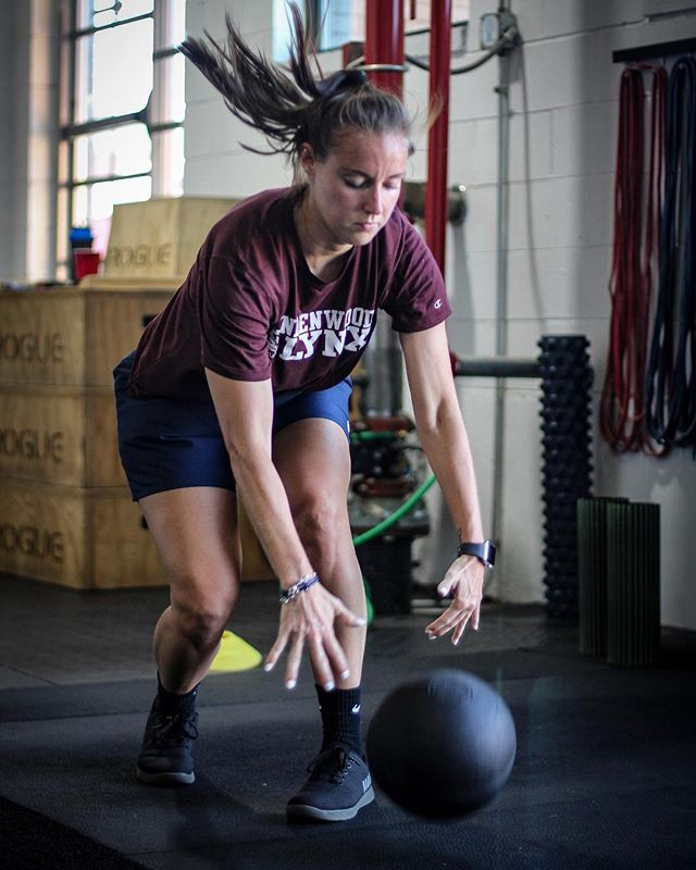 @fox.emily @maddibeck14 & @clarefreese have been hard work with @michaelsobol38 to prepare for the upcoming soccer season. Hard work will always pay off. // // 📸 @horsepowerandbarbells