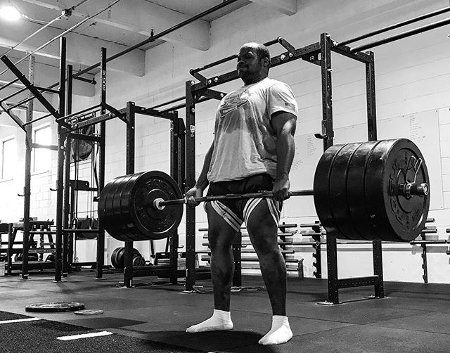 Successful people set goals and demolish them. They stay committed. We provide a place that resonates that energy which is essential to stay in the pursuit of your goals. Join us in that chase. // // 📸 @horsepowerandbarbells
