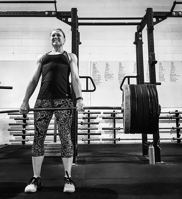 Right off the night shift. @kylenetierney pulls 255 # at a Bodyweight of 125 #. That is a fantastic Strength to Weight Ratio. // // 📸 @horsepowerandbarbells