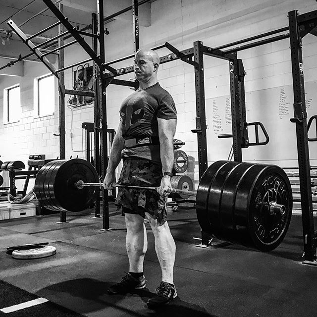 Any day you put PR weight on the bar is a good day. @k_waino makes short work of 405 # for a Lifetime PR. // // 📸 @horsepowerandbarbells