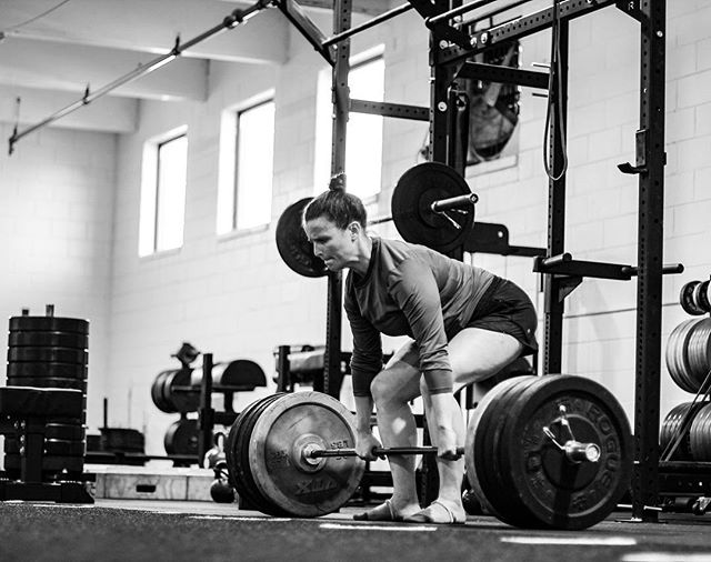 When you lock your back tight and unlock your mind, you'll be amazed how much weight you can move. // // 📸 @horsepowerandbarbells