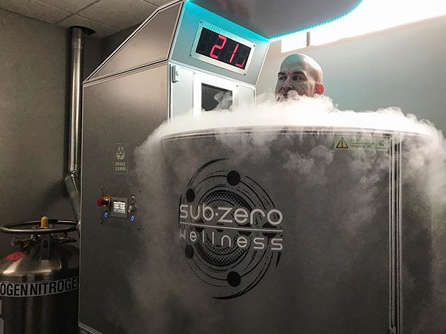 @subzero_wellness_stl is THE place to go for Recovery. Cryotherapy helps you smash through plateaus, sleep, and decrease inflammation between sessions. // Recovery is integral to breaking through training plateaus. @k_waino had a fantastic day in the gym with PRs on his Back Squat of 405 #, 255 # on Bench Press, and a solid 365 # Deadlift for a 1025 # PR Total. //