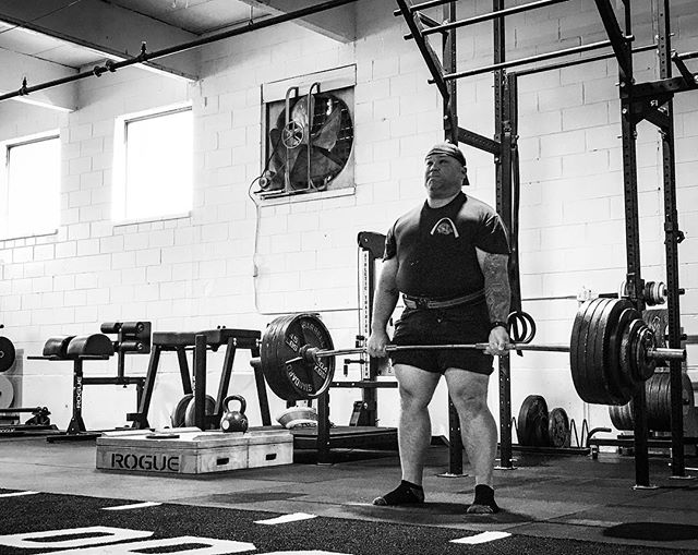 Choose Strength. Lift the Weight. Eat the Food. Sleep. Recover. Most importantly, be deaf to the outside noise and focus only on what's in front of you. // // 📸 @horsepowerandbarbells